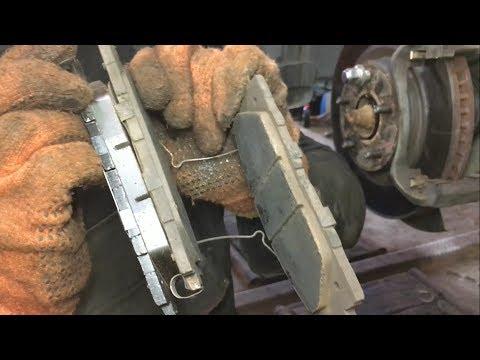 Замена передних тормозных колодок у Toyota Camry 50