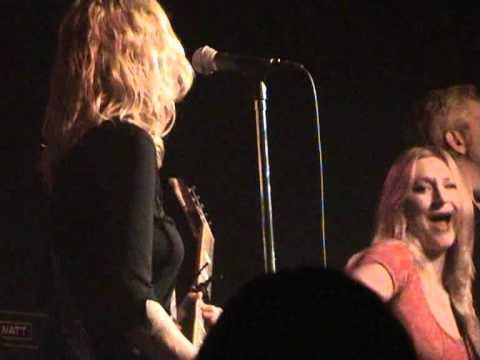 Agua De Annique - 15 - Hey Okay! (live at the Melkweg, 20 November 2010)