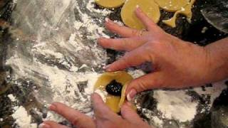 Tina Wasserman shows how to shape hamantashen  avi