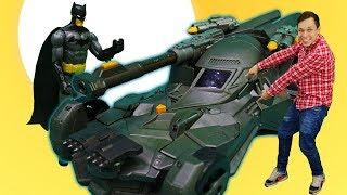 Бэтмен, супергерои и машина бэтмобиль. Бэтмены подрались. Кто круче?