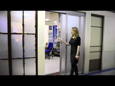 Раздвижные двери в анодированном профиле с матовым стеклом.
