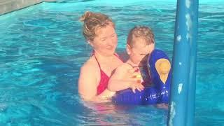 Первое купание в бассейне.