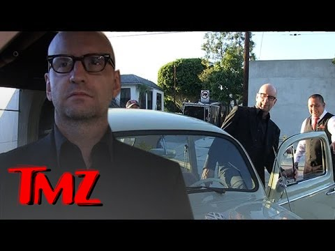 Director Steven Soderbergh Drives A Crappy Car!
