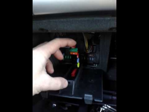 peugeot 407 fuses and diagnostic socket youtube rh youtube com