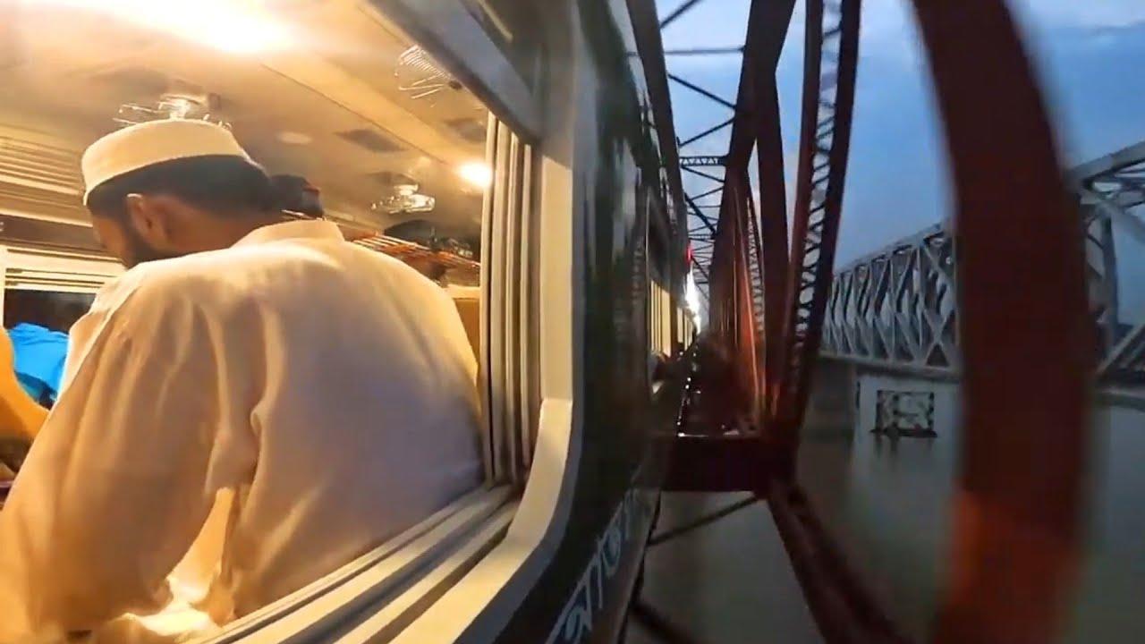 চলন্ত ট্রেনে নামাজ আদায় করছেন মুসল্লি ভাই    prayer In a Running Train   PT INKA KISHORGANJ EX