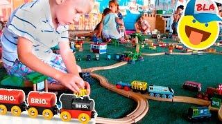 Железная дорога БРИО, ЦЕЛЫЙ ГОРОД: корабли, метро, поезда и машинки. Видео для детей / BRIO World