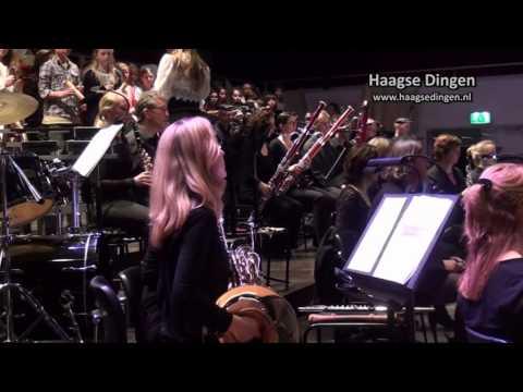 Basisschoolleerlingen op podium met Residentie Orkest