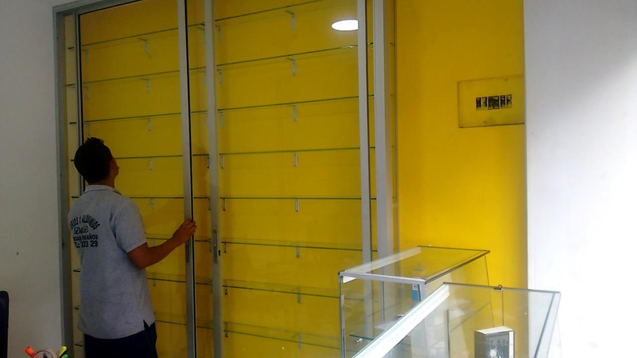 Vitrinas en vidrio corredizas 0343220329 youtube - Vitrinas empotradas en pared ...