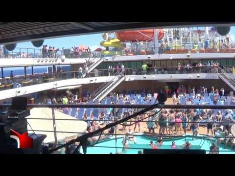 Carnival Magic, Pool deck live music with DJ Select