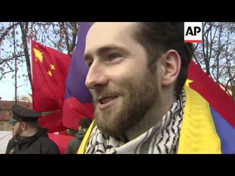Police separate pro-Tibet, pro-China protesters