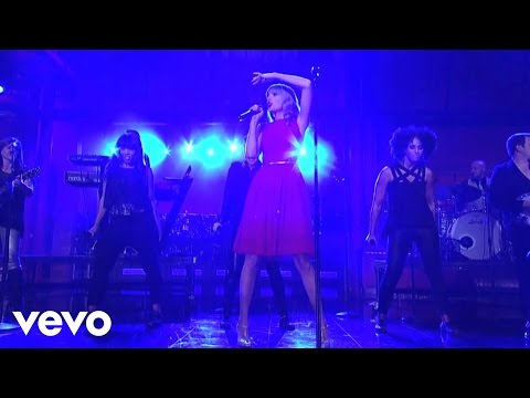 Taylor Swift - You Belong With Me (Live...