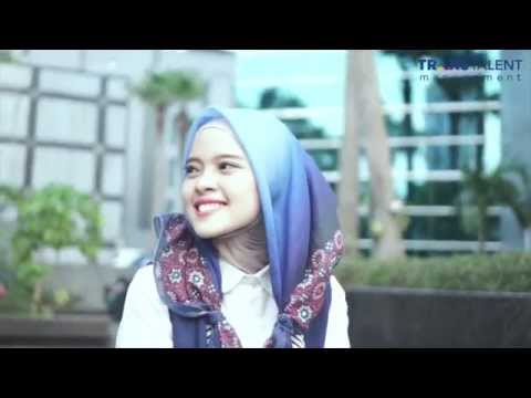 Hijab Tutorial by. Carla Rizky (For Traveling) thumbnail