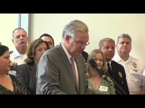 Jay Nixon signs three laws at St. Louis Children's Hospital
