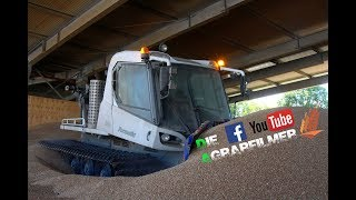 Getreide hochschieben mit Pistenraupe / Die Agrarfilmer [HD]