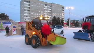 Новая дорожная техника в Бердске(25.12.13 в Бердске появилась новая техника для содержания дорог., 2013-12-25T06:43:55.000Z)