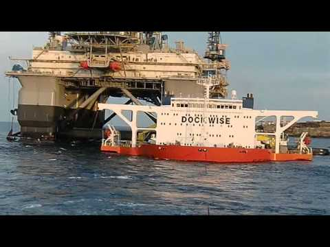 Rig NJD towed off from BlueMarlin 140810.wmv