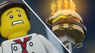 ヒーローレスキュー、出動!レゴシティ ハンバーガー ショップの看板が燃えているぞ。助けが必要だ。仲間の消防士が先を走る間に、酸素タンク...