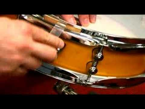 changing tuning your snare drum heads youtube. Black Bedroom Furniture Sets. Home Design Ideas