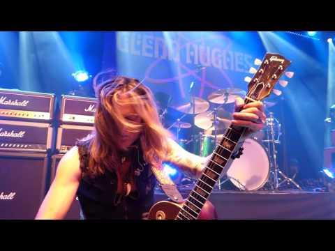Glenn Hughes & Doug Aldrich - Mistreated (Boerderij Zoetermeer 25-09-2015)