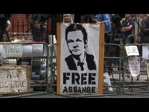 Download Assange espera fallo de Ecuador