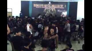 THE LEGEND OF OMAR ( PERANG BADAR ) LIVE @BUMIAYU METAL MASSACRE ...