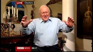 Stuart Hall gets an OBE (BBC News, 31.12.11)