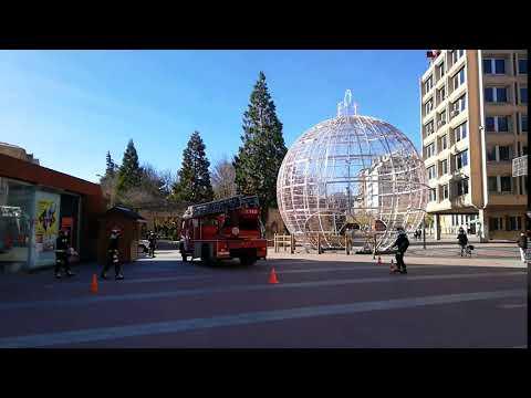 La bola de Navidad ya está en pie en Soria