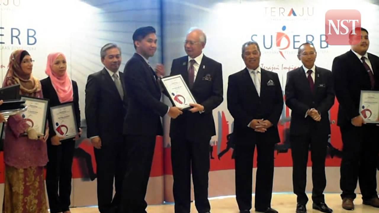 Najib Presents Skim Usahawan Permulaan Bumiputera Superb To Successful Candidates Youtube