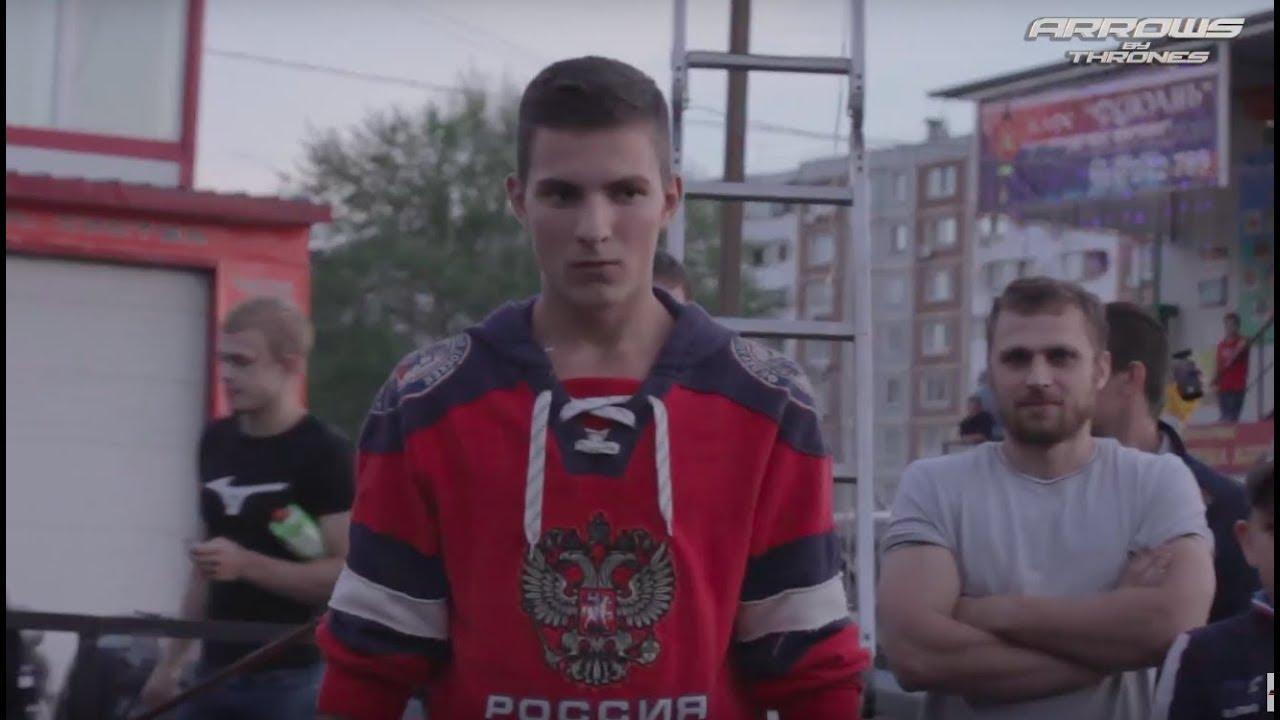 Хоккеист валит Бойца Без Правил