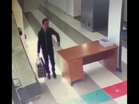 Doc Reno - Man Has No Idea How to Go Through Airport Security
