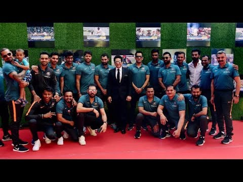 Indian Cricket Team at Sachin Tendulkar's Biopic Movie Premiere   VIDEO