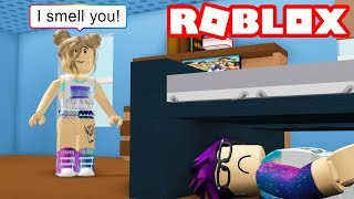 HIDING FROM CRAZY FANS in Roblox!