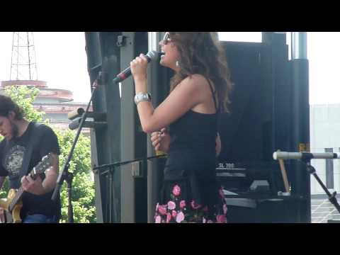 Mallary Hope - Love Lives On - CMA Fest 2010