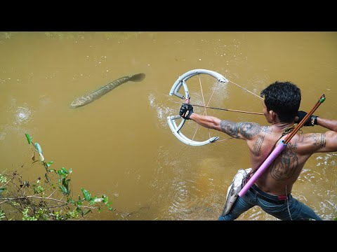 How To Make Double Bowfishing From Giant Bike Wheel | Giant Bike Bowfishing VS Huge Fish