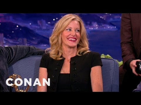 Anna Gunn On What's In Bryan Cranston's Tighty-Whities - YouTube