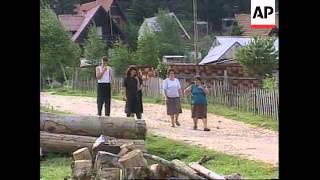 BOSNIA: US SOLDIERS CONFRONT BOSNIAN SERB TANKS