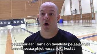 Suomen lentopallomaajoukkueen päävalmentaja Joel Banks