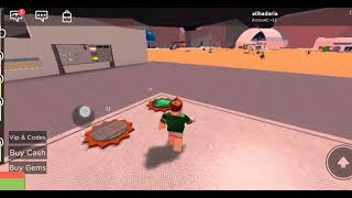 On lam playing Roblox