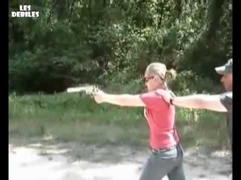 une femme tire avec un desert eagle - YouTube