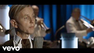 Max Raabe, Palast Orchester - Küssen Kann Man Nicht Alleine (Live)