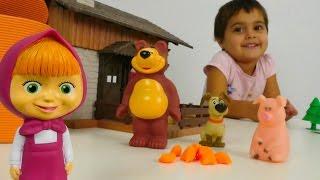 Видео для детей. Игрушки из мультика Маша и Медведь. Сказка как Маша обхитрила Мишку. Игры для детей