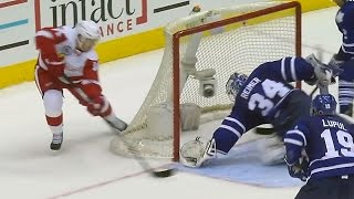 Reimer twists backward for great glove save