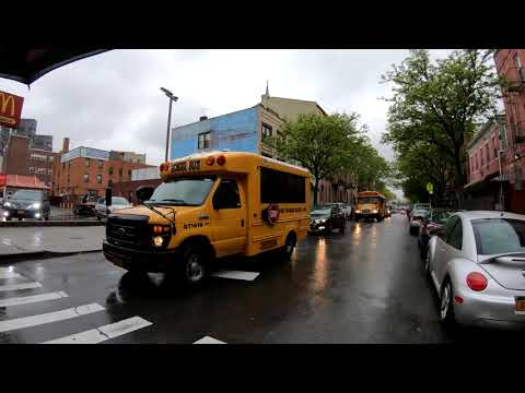 ⁴ᴷ⁶⁰-walking-nyc-:-williamsburg,-brooklyn-in-the-rain-via-broadway-&-graham-avenue