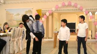 Шоу талантов. Невероятный номер! Зал аплодировал стоя!Magician Ait-Zhan(Hi my name is Aytzhan.Ya magician illusionist tricks like to show In this video clip you will see the best of stage magic tricks !!! Free training fokusav !!!, 2015-01-14T07:51:22.000Z)