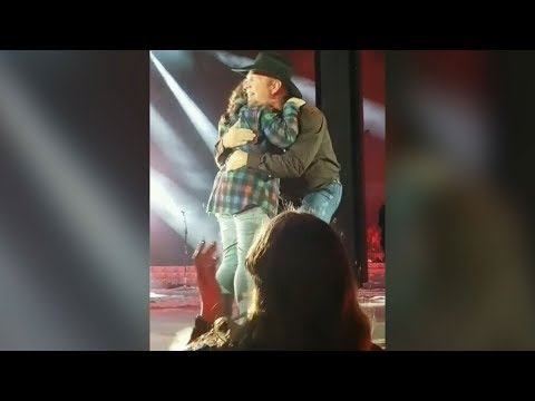 garth-brooks-has-special-moment-with-young-regina-fan-on-stage