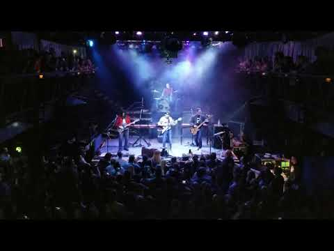 Weezer covering Tears for Fears - Everybody Wants to Rule the World Mp3