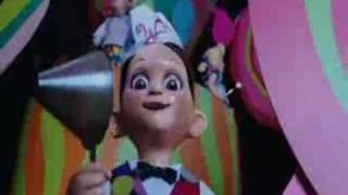 Lo spettacolino che precede la comparsa di willy wonca,fatto bambole e carillon finisce in modo magnifico,con le si sciolgono ad opera dell'in...