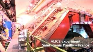 """Le """"Large Hadron Collider"""" (français)"""