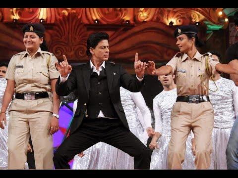 #SRK [ @iamsrk ] & team #HNY at Umang 2015 Mumbai's Police Show