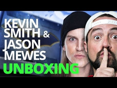 Kevin Smith and Jason Mewes  Unbox The Batman Box From World's Finest: The Collection